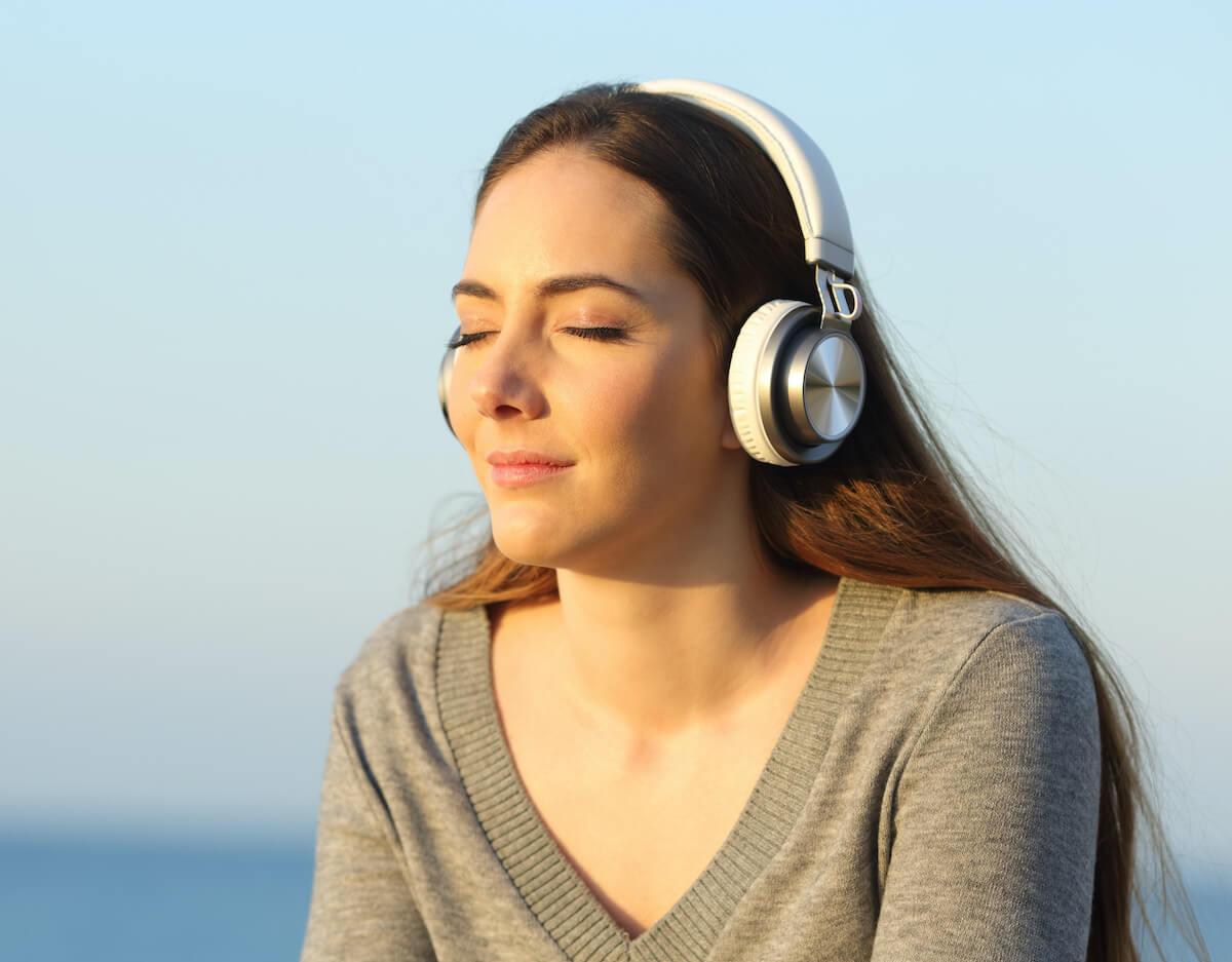 girl-listening